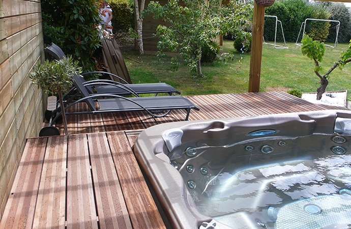 Piscine jacuzzi for Piscine hors sol julien albi